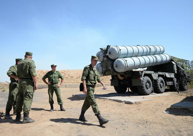 俄罗斯军队С-300В4防空导弹系统已装配远程导弹