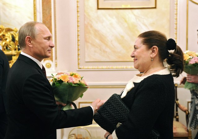 普京祝贺俄罗斯妇女三八节快乐