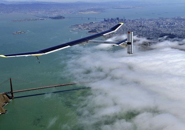阳光动力2号太阳能飞机在开罗降落