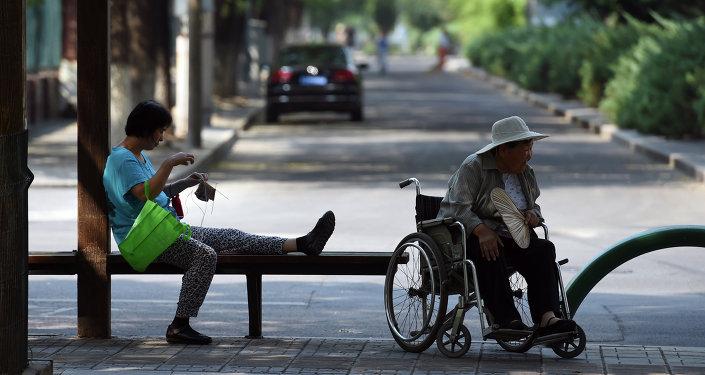 中国老年人超2亿 商业保险有潜力