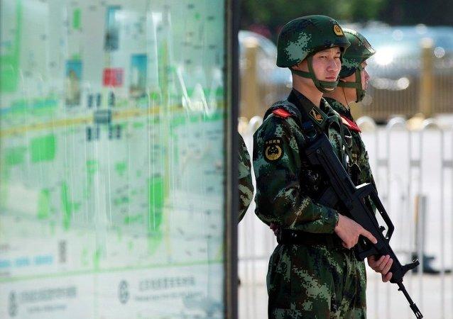 """中国将20名观看""""宣传恐怖主义""""视频的外籍人士驱逐出境"""