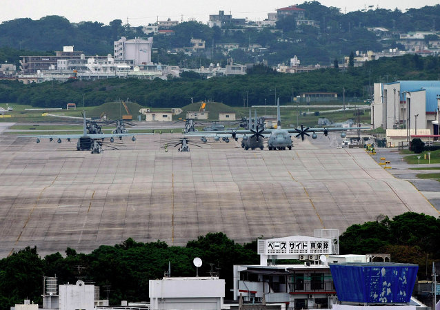 日本冲绳居民抗议美军普天间基地搬迁工作恢复