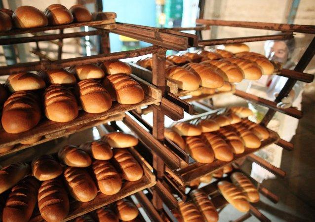 奥德萨市民封锁公路以抗议面包涨价