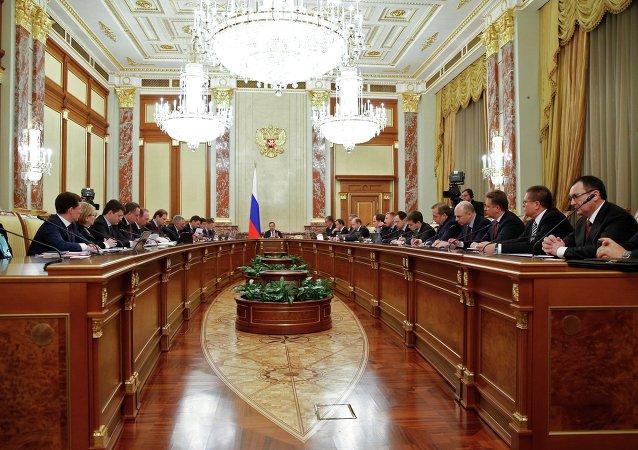 """俄总理签署向国外出口俄商品""""路线图""""修正案"""