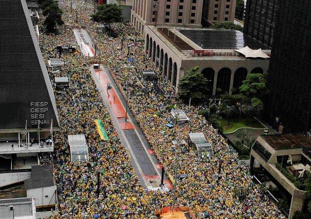 Антикоррупционные протесты прошли в воскресенье в Бразилии – агентство