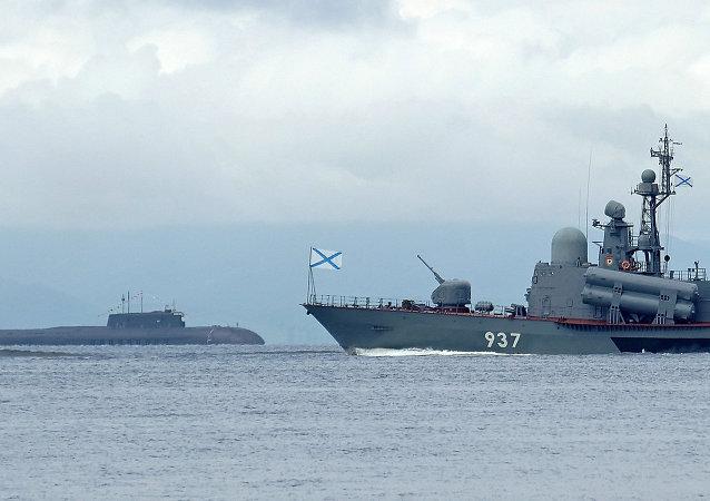 有超过80艘战舰和船只在世界各海域执行战斗任务