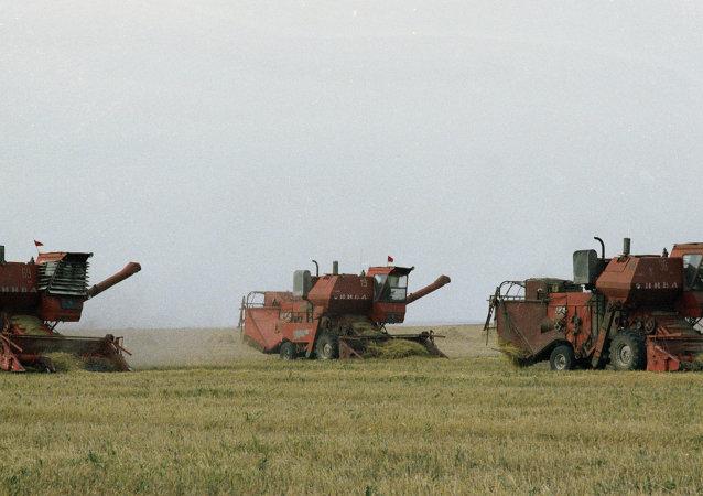 穀物聯合收割機/資料圖片/