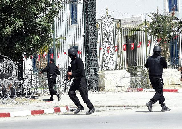 """突尼斯总统:三人袭击""""波尔多""""博物馆,一人逃脱"""