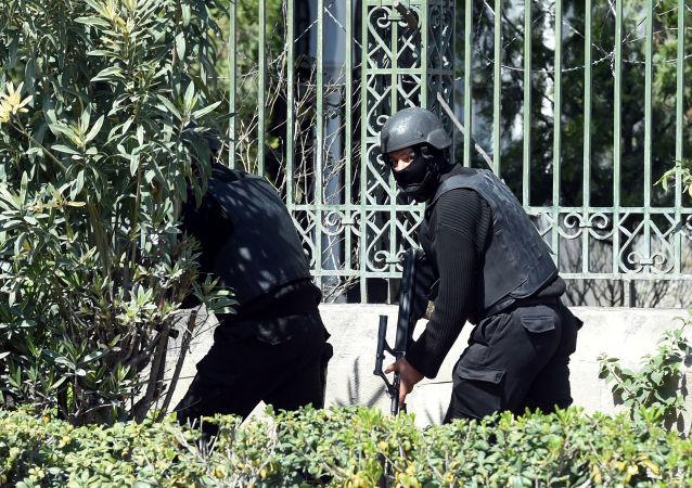 突尼斯安全部队在博尔多博物馆前