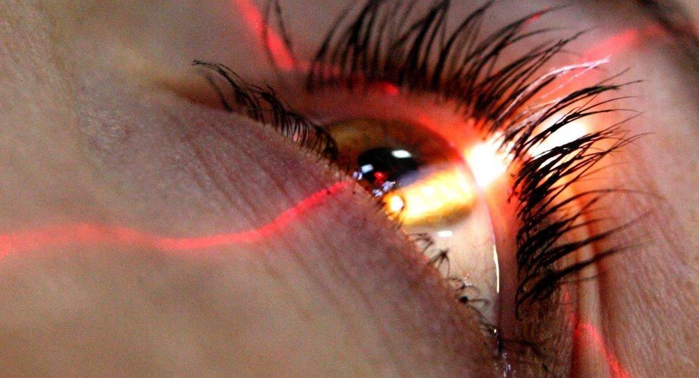美國女子眼內取出14條此前只出現在動物身上的寄生蟲