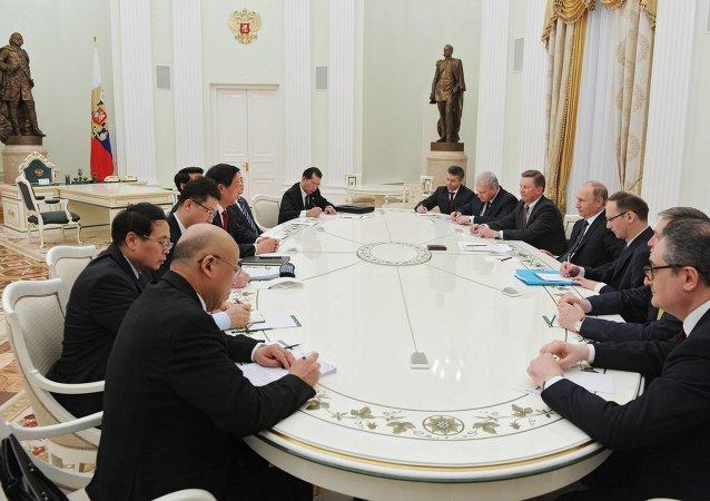 中国外交部:中共中央办公厅主任栗战书将于4月底访问俄罗斯