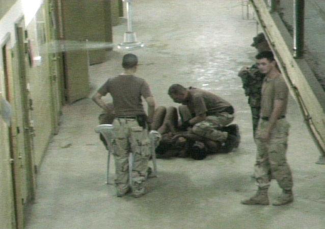 美国法院责成国防部公布虐囚照片