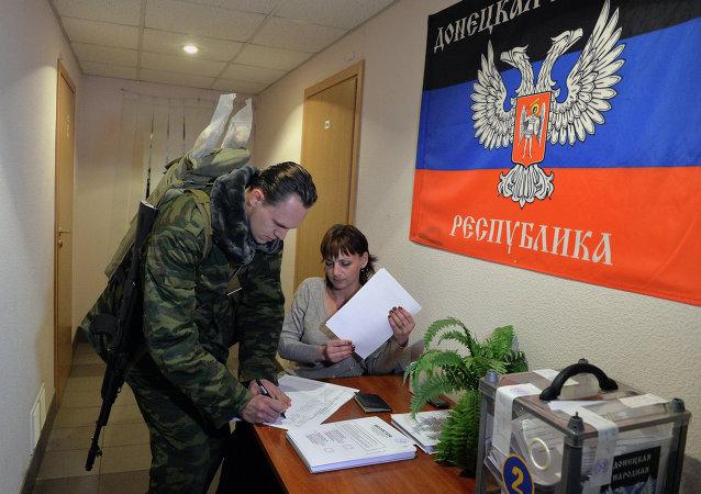 波罗申科宣称顿巴斯地区举行选举不符顿涅茨克及卢甘斯克共和国相关法律,并引起各界疑虑