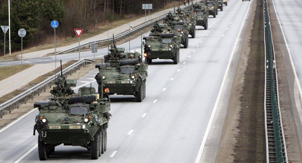 美军行军演习士兵及车队过境拉脱维亚