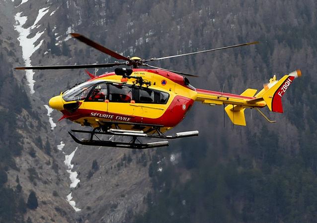 直升机进行搜寻(资料图片)