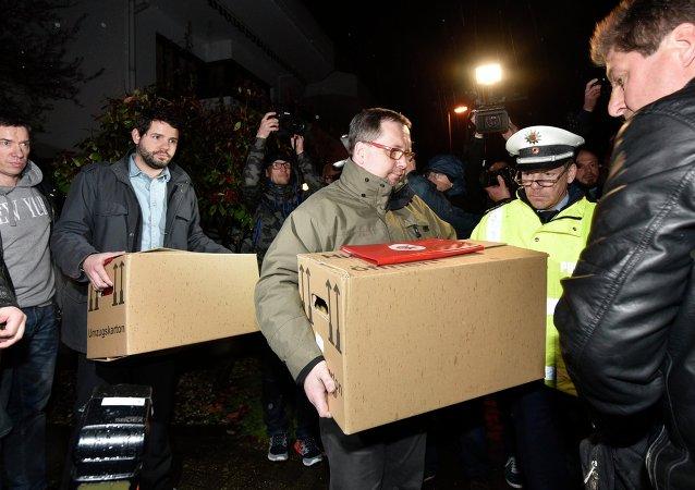 """媒体:坠毁A320客机副机师家中发现""""关键线索"""""""