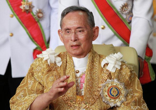 泰国国王取消戒严状态