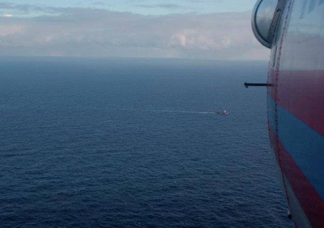 俄救援中心:鄂霍次克海起火拖网渔船上无人受伤