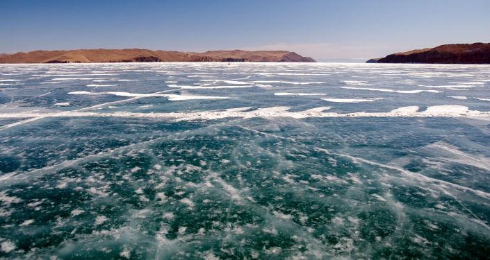 贝加尔湖冰上马拉松将于7日举行 参赛人数破历年纪录