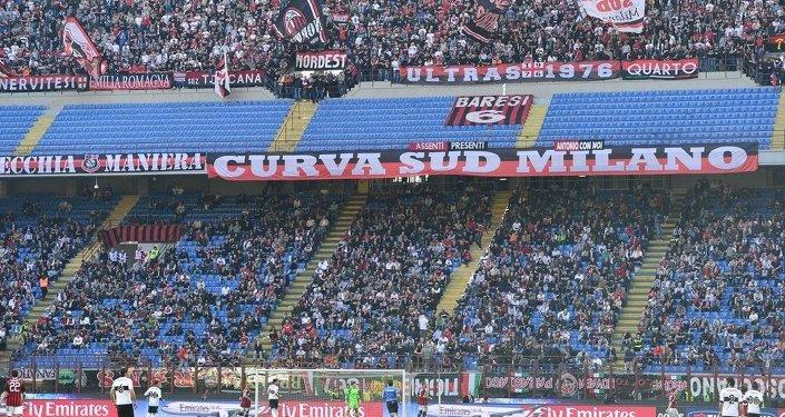贝卢斯科尼确认将AC米兰足球俱乐部卖给中国商人