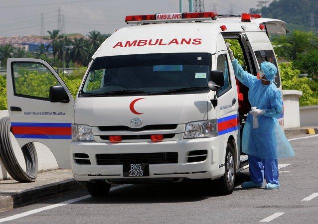 马来西亚客车坠入悬崖导致13人死亡