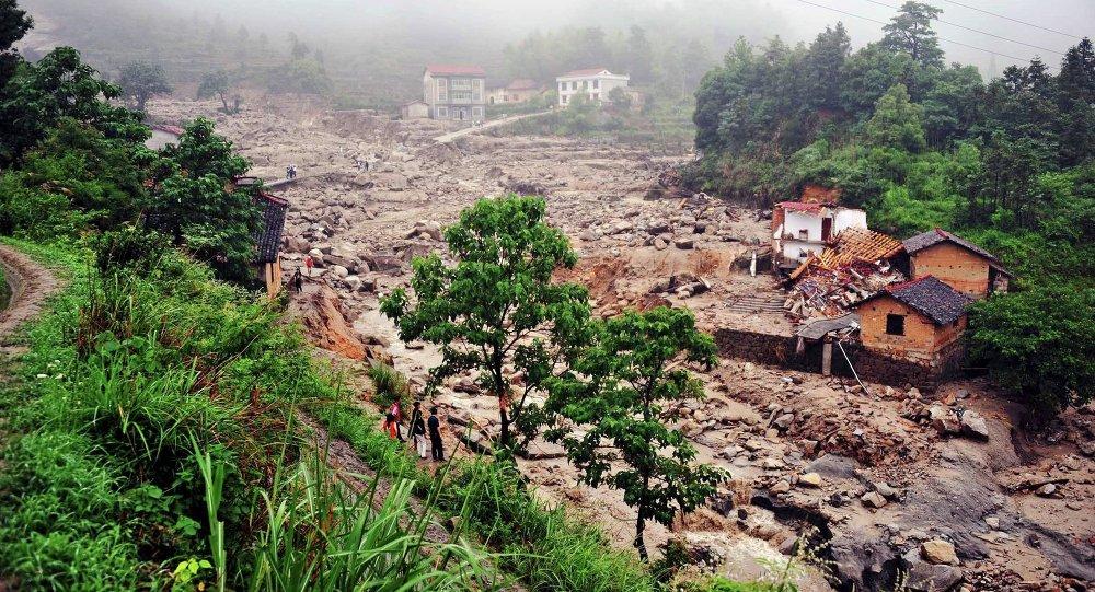 中國湖南省大壩決堤,700人被疏散 (資料圖片)