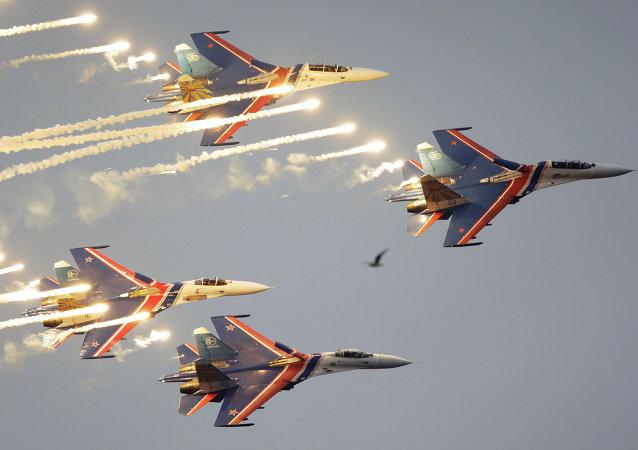 """""""俄罗斯勇士""""飞行队的苏-27战斗机"""