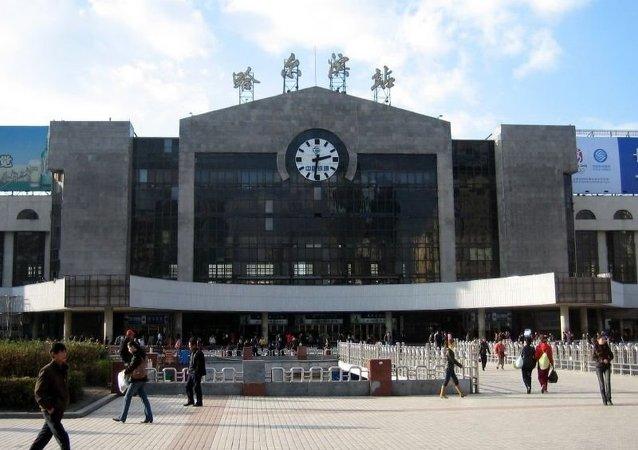 华媒:俄籍男子在哈尔滨大学校园猥亵女子被遣送出境