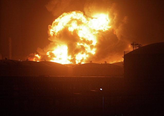 中国东部化工厂爆炸系漏油着火引发