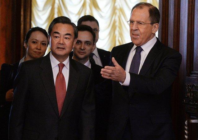 """俄中外长商讨加强打击""""伊斯兰国""""的必要性和信息安全问题"""