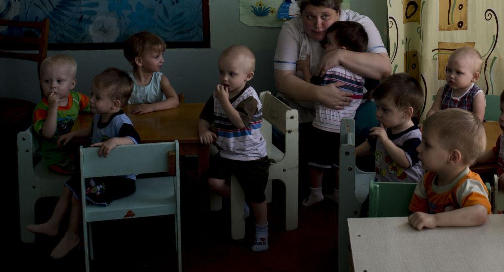 卢甘斯克孤儿院的孩子被疏散