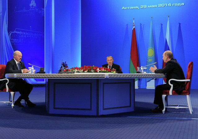 俄国家支付系统运营商明年将向欧亚经济联盟国家推广其银行卡
