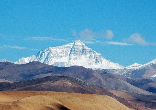 中国将在珠穆朗玛峰建造铁路隧道