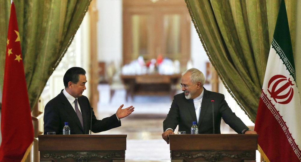 中国外长对伊朗履行核问题协议及撤销对伊朗制裁表示欢迎