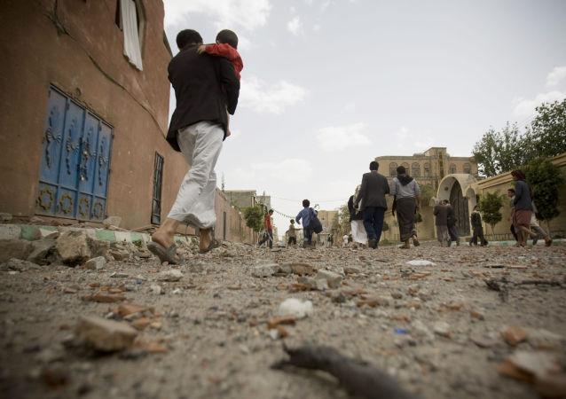 """也门南部的""""人民反对派""""宣布在亚丁和塔伊兹的战绩"""