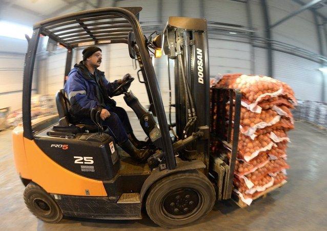 今年前5个月绥芬河公路口岸向俄出口果蔬3.4万吨