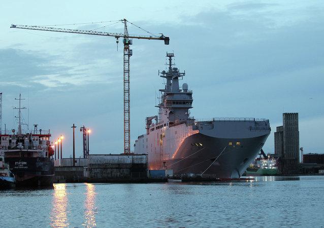 """俄总统办公厅主任:俄方将为埃及""""西北风""""舰提供设备和直升机"""