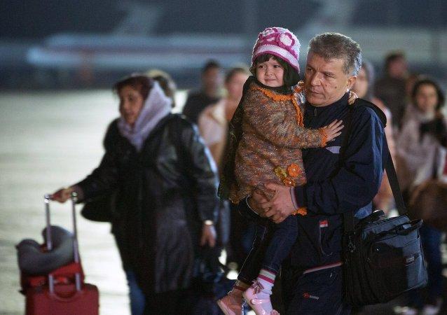 俄两架撤侨飞机抵达莫斯科