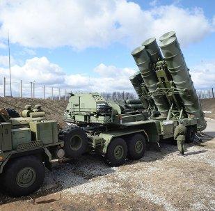 俄國防部長紹伊古表示,將向敘利亞赫米姆空軍基地運送S-400防空導彈係統