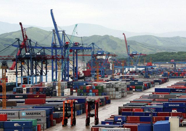 媒体:俄耶弗拉兹集团出售纳霍德卡货运港口 中国公司是可能买家之一