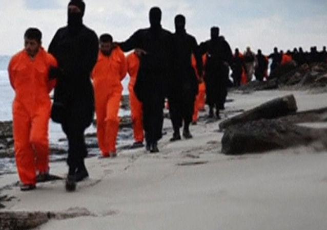 数百名到达挪威的难民在手机中存有死刑场面
