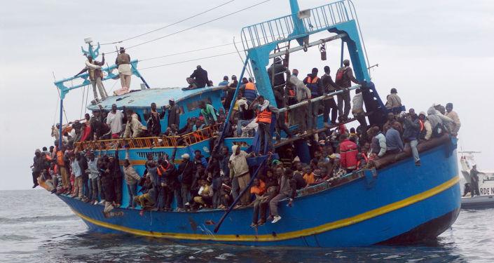 媒體:意大利海岸警衛隊在突尼斯海峽救起近2000移民