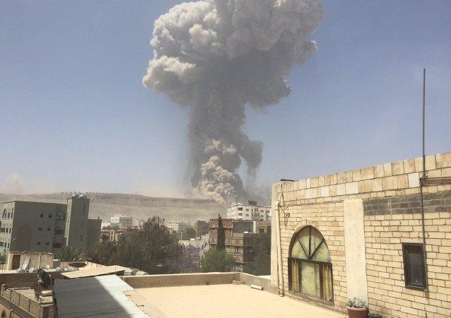 媒体:联军空袭导致也门首都至少90人死亡