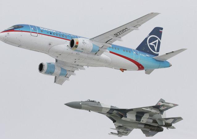 苏霍伊超级喷气-100支线客机(Sukhoi Superjet-100)和苏-35歼击机