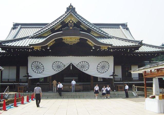 安倍向被视为日本军国主义象征的靖国神社献祭礼