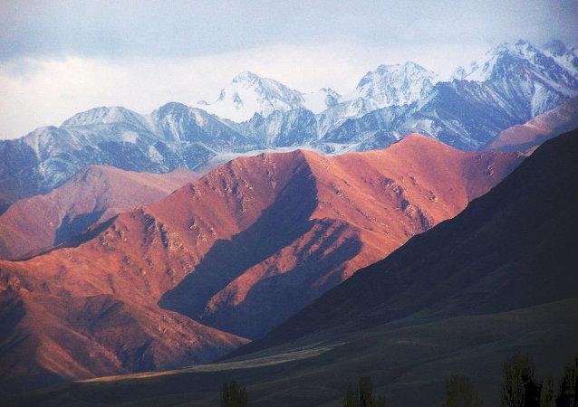 吉尔吉斯斯坦紧急情况部:山体滑坡造成24人死亡