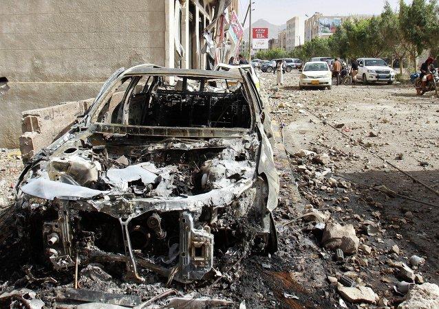 联盟空军对也门进行空袭后的结果/资料图片/