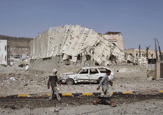 """""""阿拉伯联盟""""可能暂停其在也门袭击,以提供人道主义援助"""