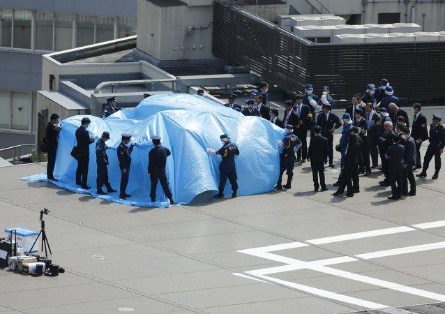 日本警方逮捕了一名向首相官邸屋顶发射无人机的男子