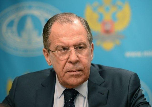 俄罗斯外长拉夫罗夫接受媒体采访
